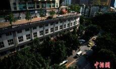 Este estranho prédio na China tem uma rua em seu telhado. Foto: China E-news
