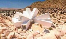 Casa inusitada ganha formato inédito com containers empilhados