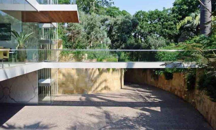 Casa vertical: projeto inovador tem a frente toda de vidro. Foto: Divulgação