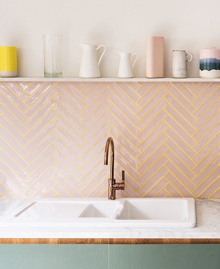 Cozinha rosa é nova tendência; veja 5 ideias para adotar em casa