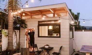 Durante quarentena, pai constrói cafeteria no quintal de casa