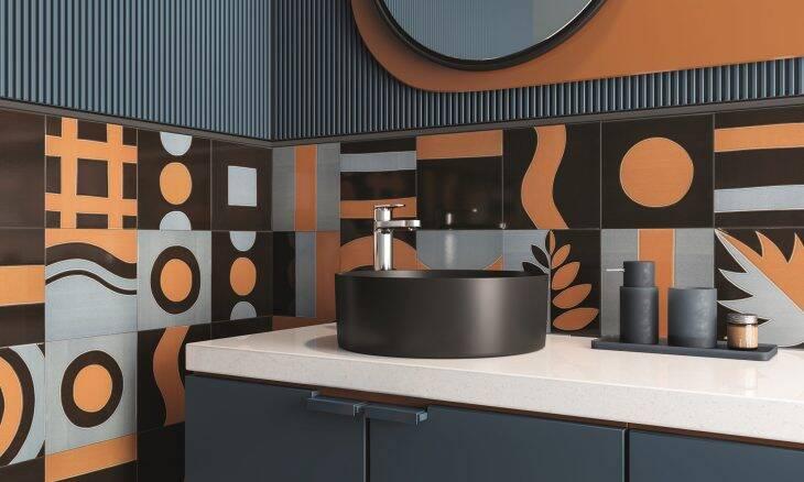 Revestimentos criativos dão personalidade aos banheiros