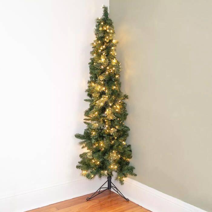 Metade da árvore de Natal? Confira truque para economizar espaço