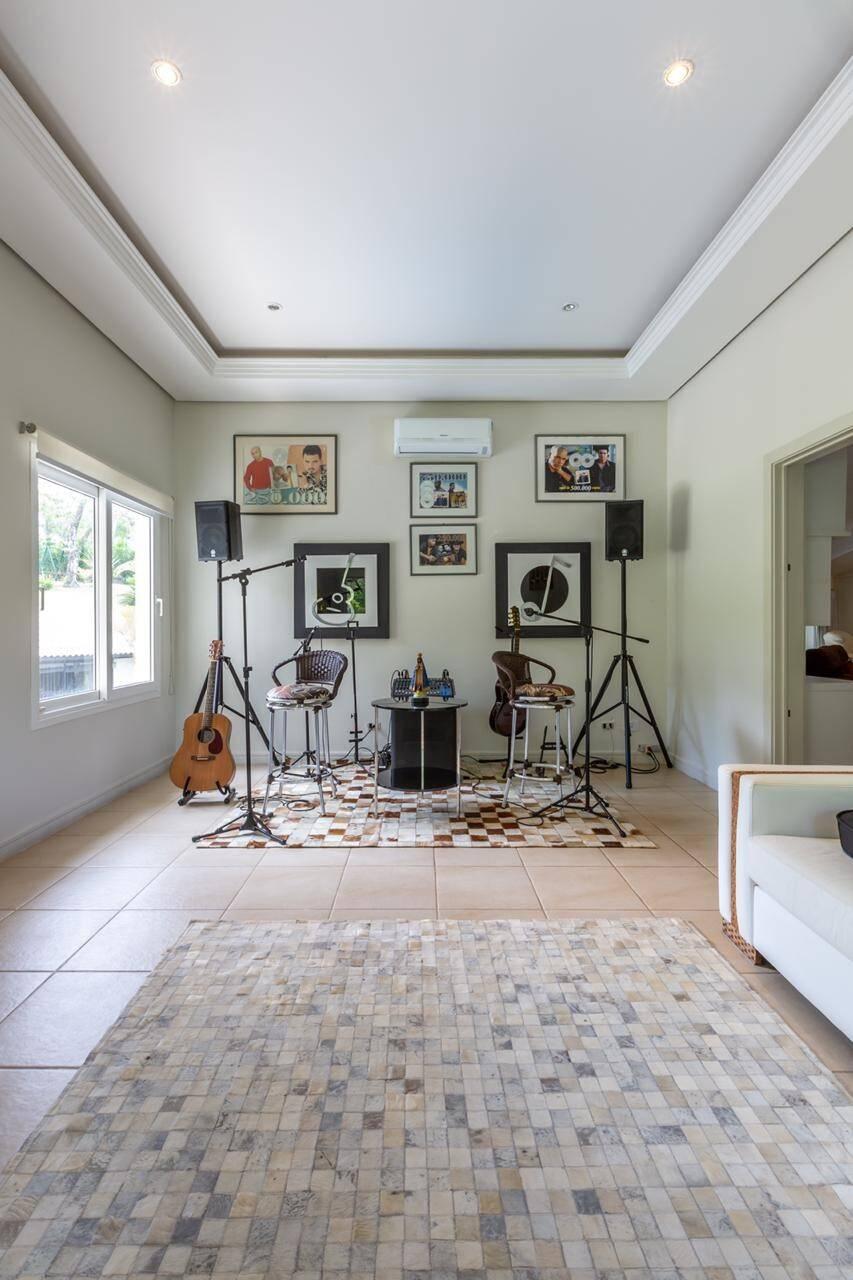 Confira: Interior da mansão à venda de Rick, da dupla com Renner