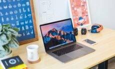 8 montagens de mesa em home office para te inspirar