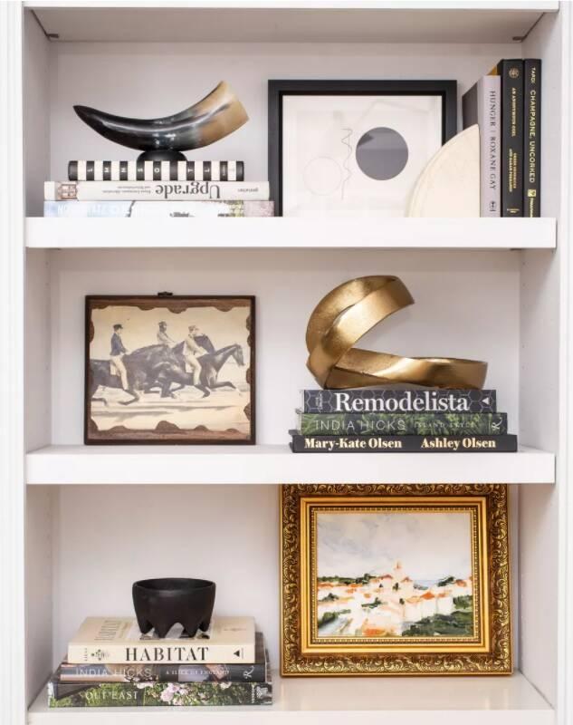 Decoração de estante de livros