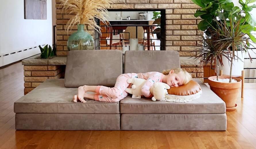 Criança deitada
