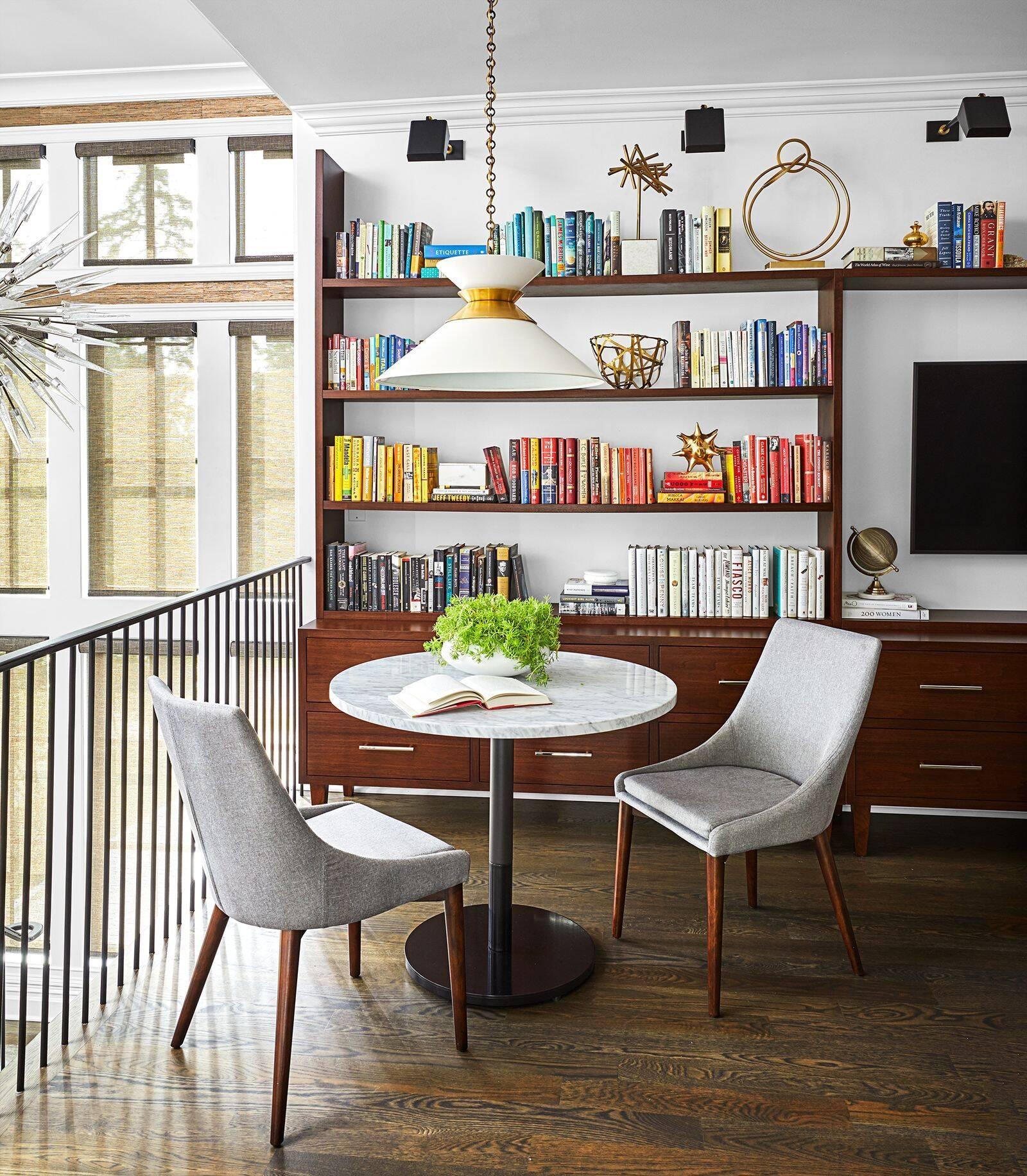 Home office pequeno: utilize o espaço perto das escadas