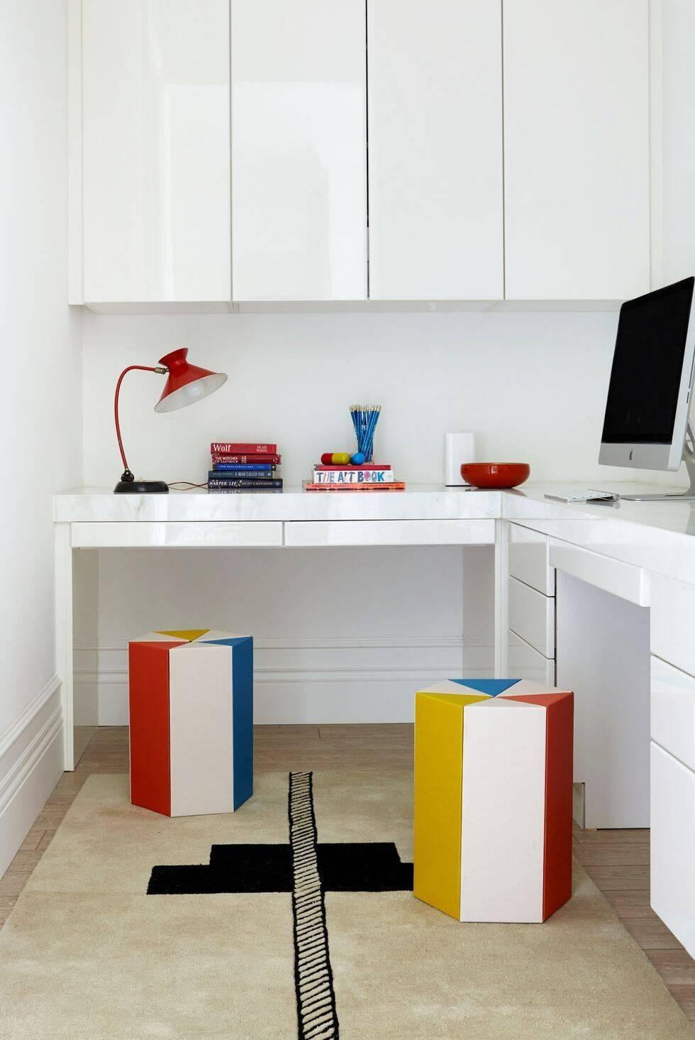 Home office: móveis de acabamento brilhante