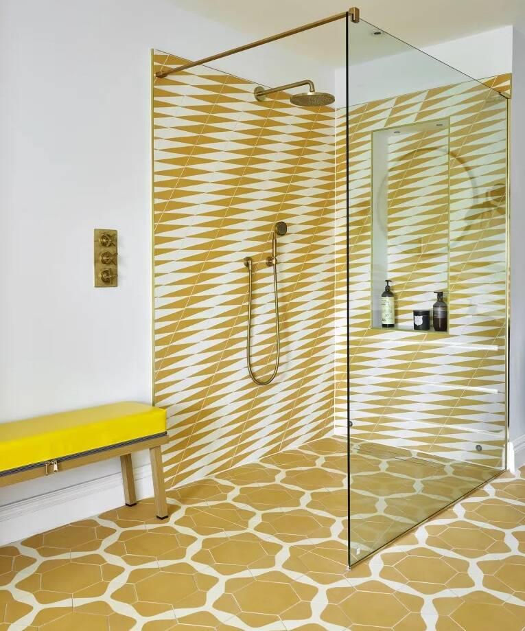Dicas de decoração para banheiro: box de vidro transparente