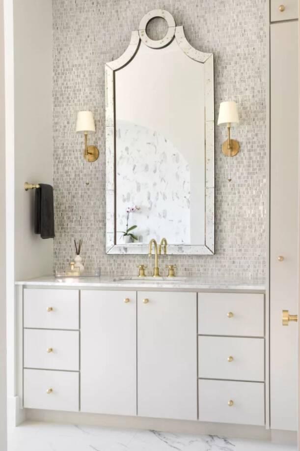 Dicas de decoração para banheiro: objetos reflexivos