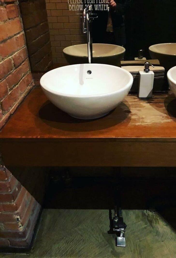 Banheiros públicos pelo mundo. Fotos: Reprodução/Reddit