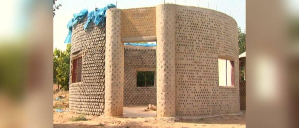 Casa de garrafas plásticas. Foto: Reprodução/YouTube