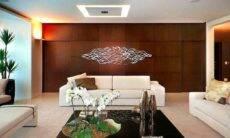 Decoração na parede atrás do sofá. Arquiteta Patrícia Penna/ Foto: Marco Tiê