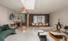 Integração: uma ampla sala de estar, uma sala de jantar, além de um barzinho ao fundo. A decoração clean tem unidade e alguns pontos de destaque | Projeto de PB Arquitetura e foto de Henrique Ribeiro