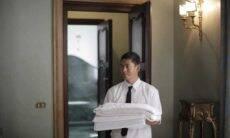 Como dobrar lençol para que ele fique organizado no armário.