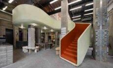 Loja em Xangai com uma escadaria de destaque. Fotos: Wen Studio