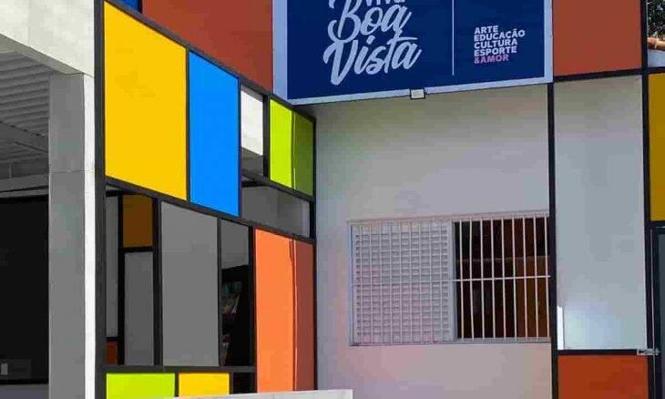 Cor e alegria marcam a nova fachada da ONG Viva Boa Vista, que mudou completamente graças ao projeto da Squadra – Arquitetura Solidária em parceria com o Colinas Shopping | Fotos: Divulgação