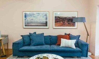 Sofás coloridos. Crédito: Rachel Claire