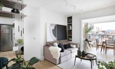 Com o deslocamento da sala de jantar para a varanda, o apartamento ganhou abrangência | Projeto: Oliva Arquitetura | Foto: Mariana Orsi