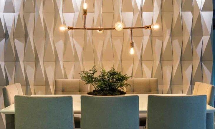 Pendente com lâmpadas de filamento na sala de jantar decorada por Henrique Freneda   Foto: Emerson Rodrigues