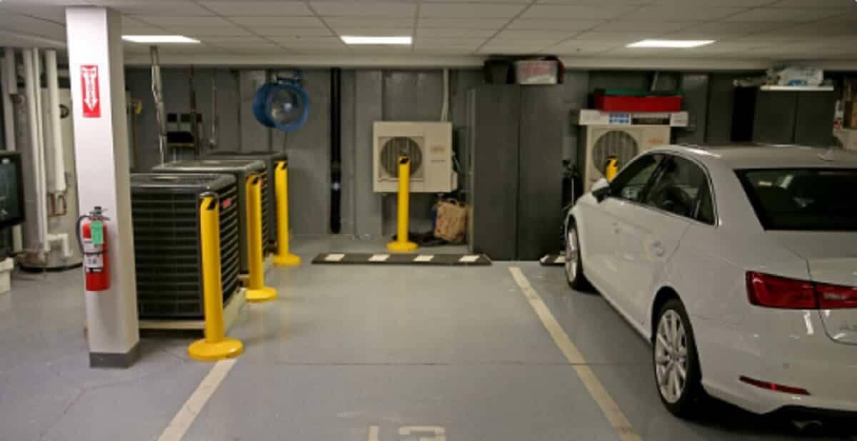 Vaga de estacionamento custa milhares de dólares em Boston. Foto: Reprodução/Twitter