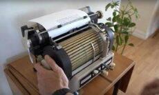 Máquina de escrever Toshiba raríssima. Fotos: Reprodução/Youtube