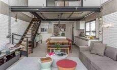 Nesse projeto do Korman Arquitetos, uma composição de mesas de apoio de diferentes estilos e formatos conferiu bossa ao living. Foto: JP Image